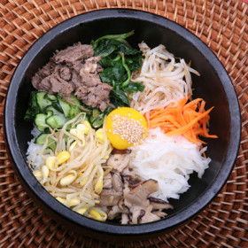 Rice Topped w/Vegetables in hot stone pot (choice of BBQ Beef, BBQ Chicken, or Tofu)
