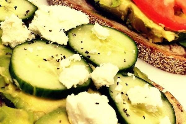 Avocado Toast w. Feta